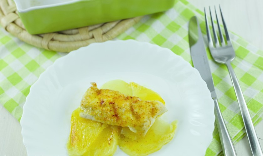 Spigola allo zafferano su letto di patate