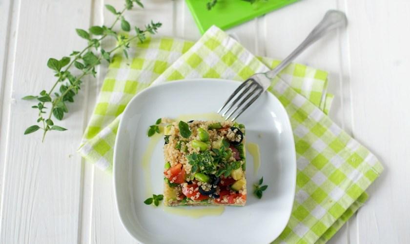 Insalata di quinoa fresca estiva