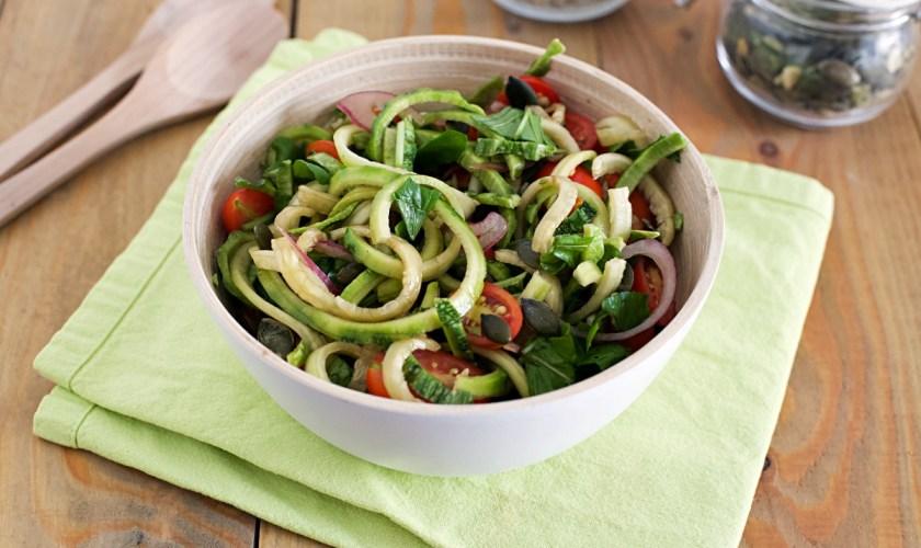 Insalata di zucchine, pomodorini e semi