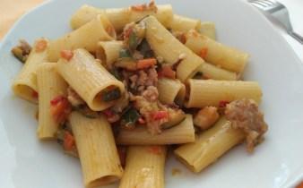 rigstoni zucchine salsiccia e carota