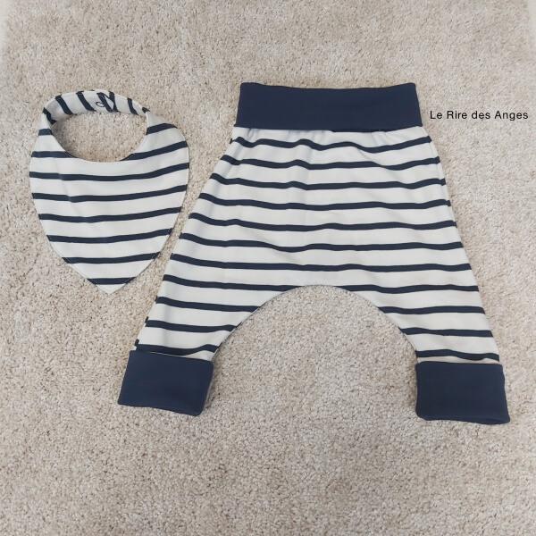 pantalon evolutif rayé bleu marine et blanc