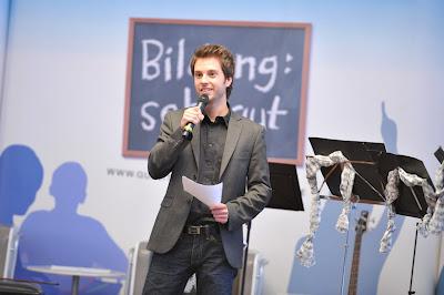Mirko auf einer Podiumsdiskussion MrWissen2go
