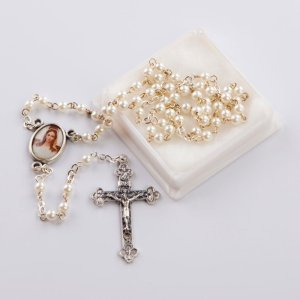 chapelet avec perles rondes blanches imitation perle-chaîne argentée