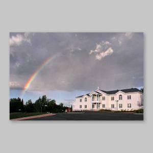 carte postale - la résidence sous un arc-en-ciel de couleurs