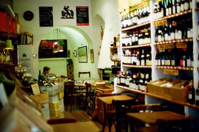 8 rue de maubeuge, Laurent a table