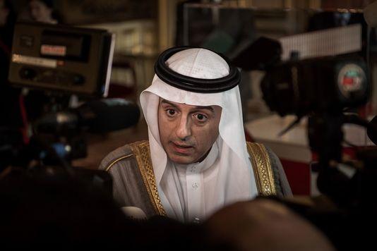 Le ministre des affaires étrangères Adel bin Ahmed Al-Jubeir parle à la presse après une réunion sur la Syrie au ministère des affaires étrangères à Paris. PHILIPPE LOPEZ / AFP