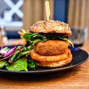 Burger végétarien avec frites