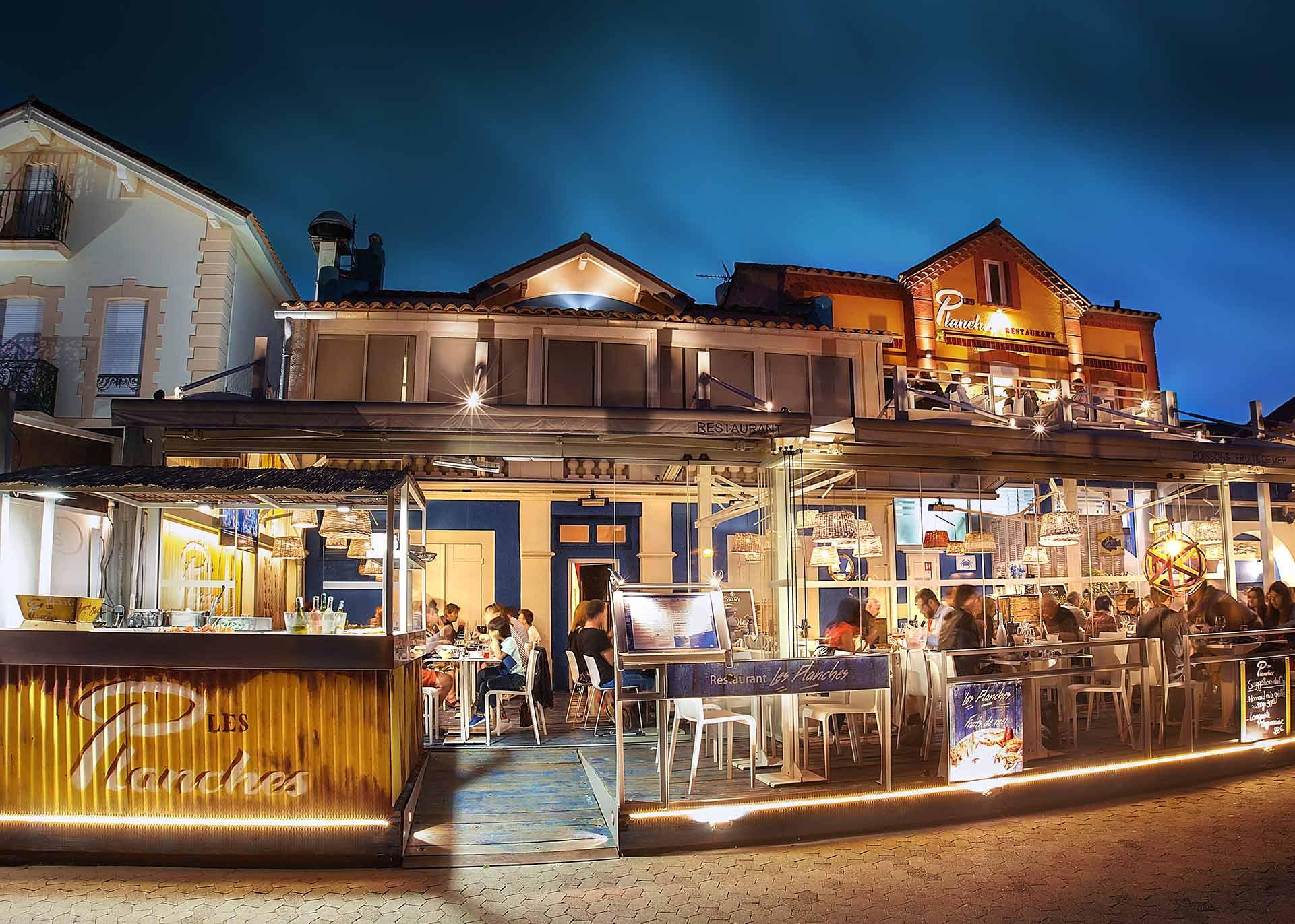 Restaurant-Les-Planches-Argeles-sur-Mer-Specialite-Poissons-Fruits-de-Mer-Nuit-Bon