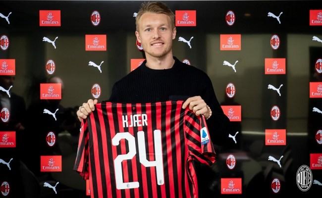 Officiel Simon Kjaer à La Relance Au Milan Ac Football