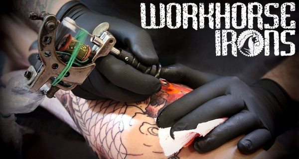 Dewa notre star tatoueur sur l'île des Dieux. Encres tattoo.