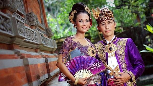 Séjour à Bali : la population, le temps, l'argent, le quotidien. Mariage balinais
