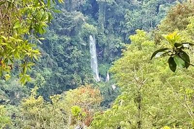 Mont Rinjani, compétition ultra trail 2013 à Lombok Vue cascade