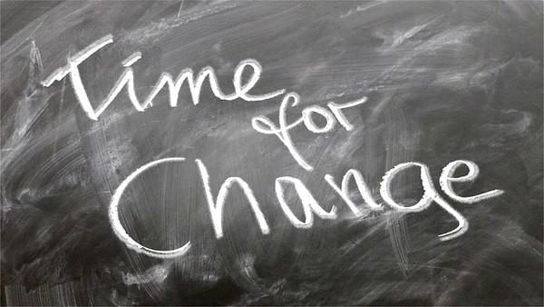 Changer son regard et ses habitudes, changer sa normalité Time for change