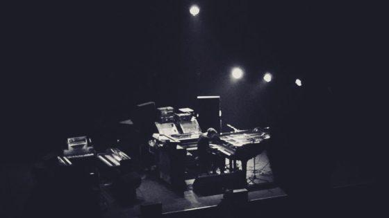 couverture article de musique : Nils Frahm, un moment intemporel. Musicien compositeur et producteur allemand