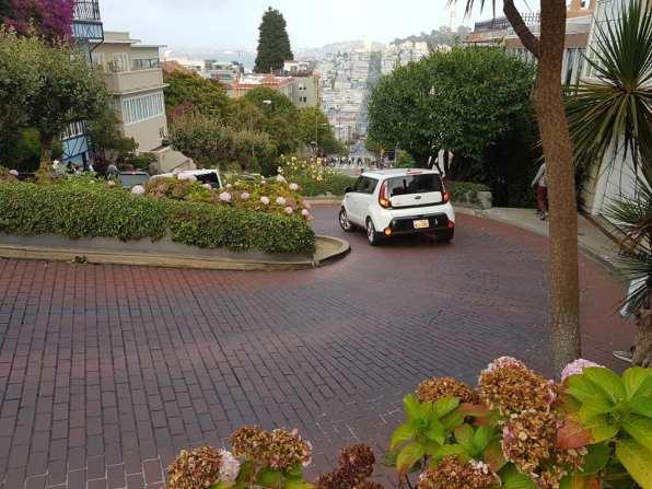 la route en lacets de Lombart Street - San Francisco