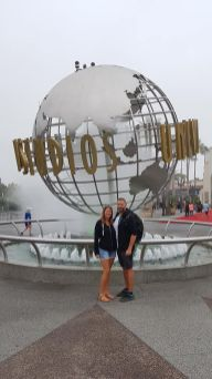 Les Amoureux du Monde devant Universal Studios