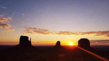 Lever de soleil sur Monument Valley