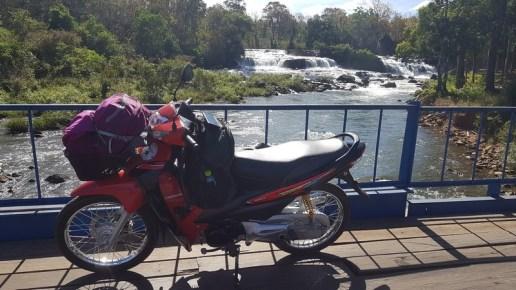 motobike sur le plateau des Bolovens - Laos