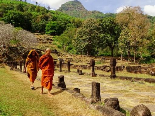 Moines au Vat Phou - Champassak