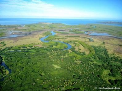 Nouvelle Caledonie survol au-dessus du cœur de voh – mangrove
