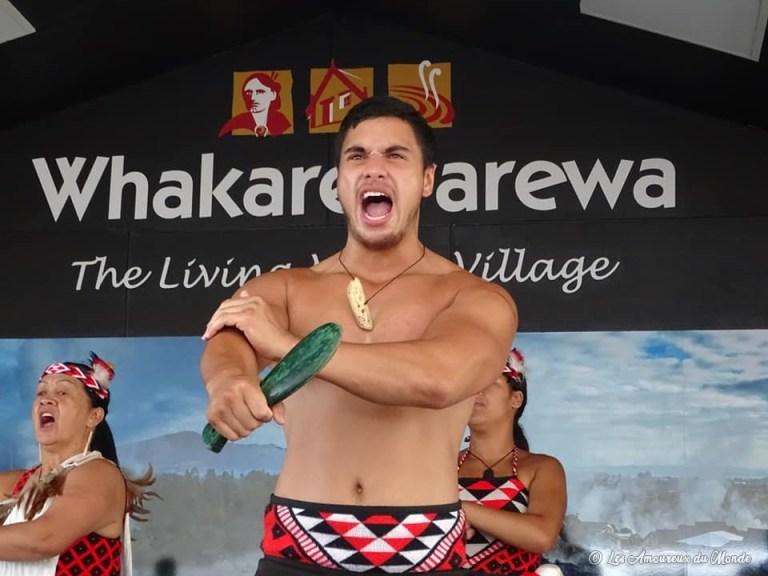 Spectacle maori au Village Whakarewarewa Nouvelle-Zélande