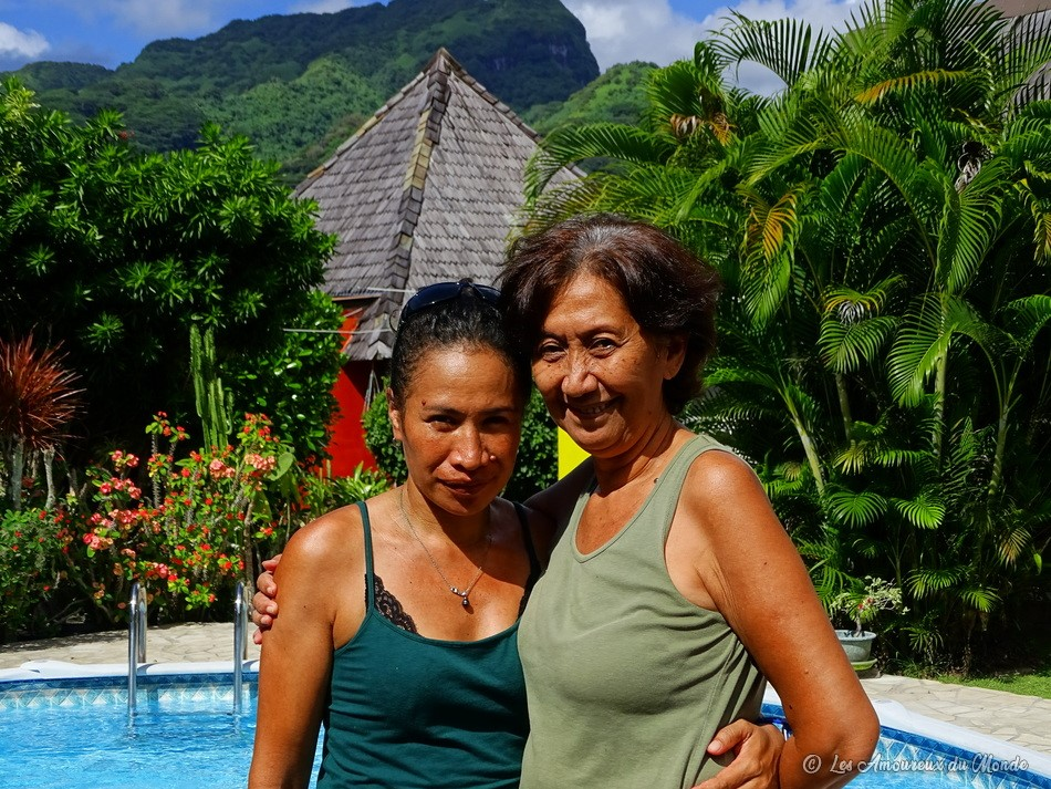 Manola et Teve'a qui tiennent la pension Arritere à Huahine