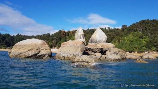 """""""Split Apple Rock """" ce rocher semble avoir été fendu par la foudre"""