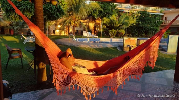 hamac au bord de la piscine à Rurrenabaque - Bolivie