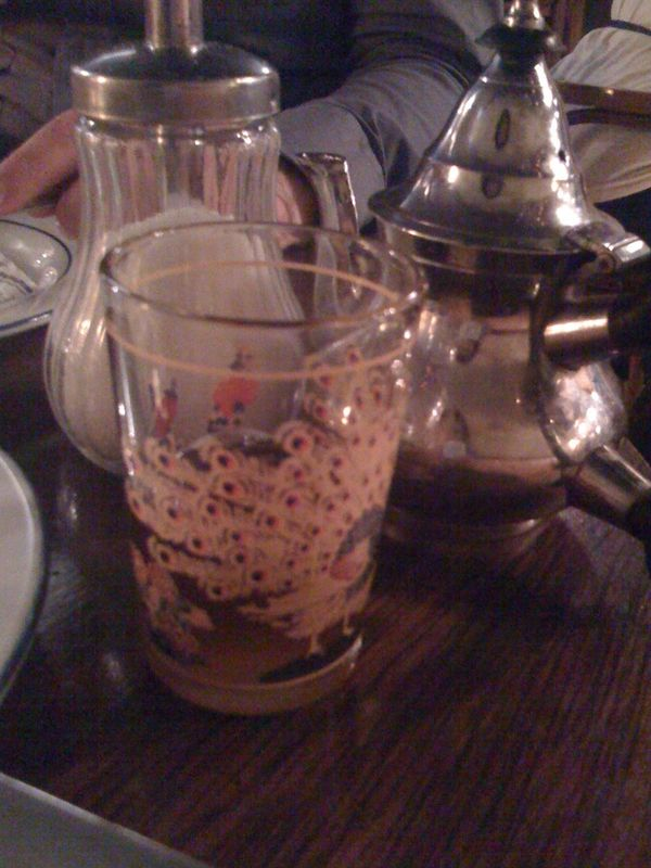 mint tea at l'homme bleu