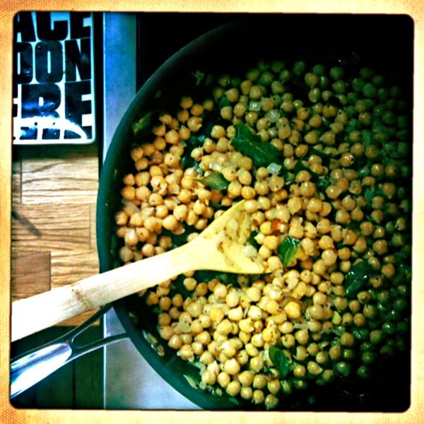fried chickpeas with curry leaves