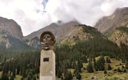 Yuri Gagarine est venu s'entrainer ici, d'où la statue !