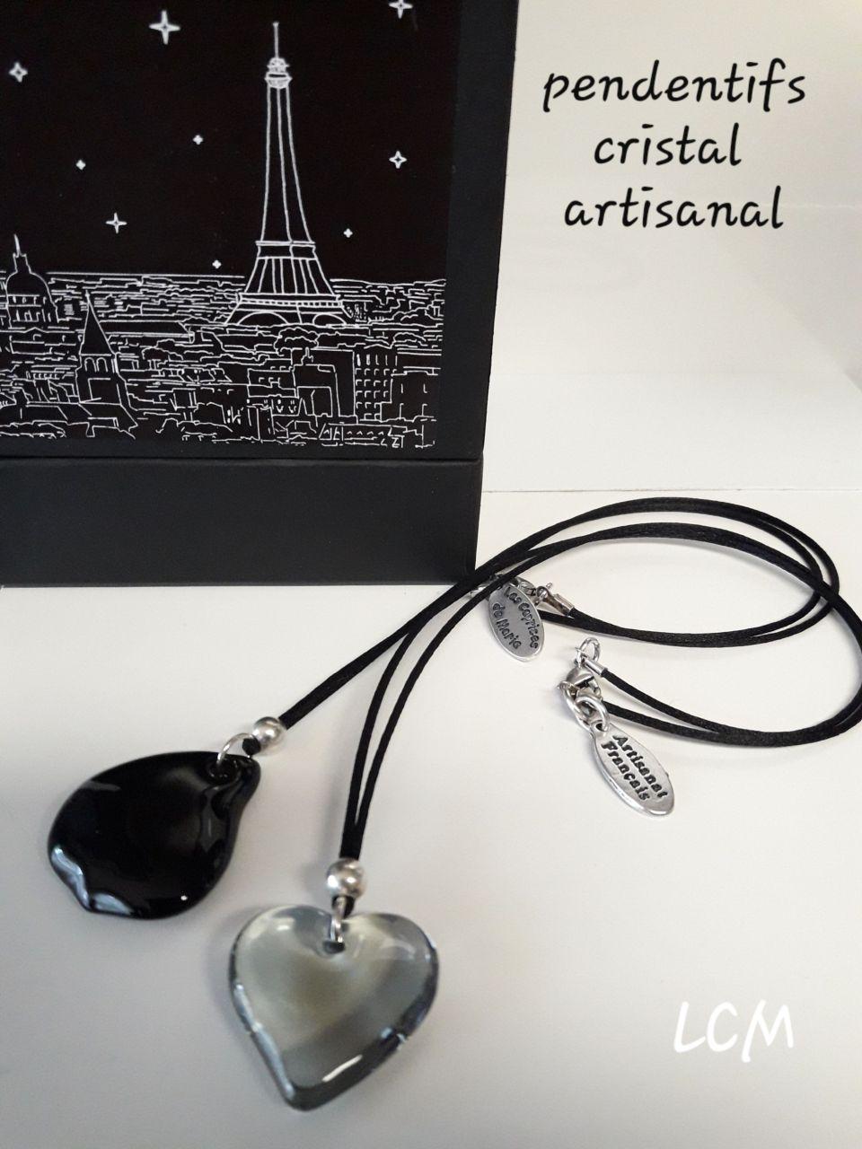 Collier pendentif pétale de rose en cristal noir et gris artisanal
