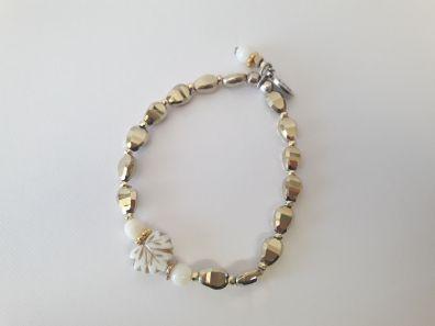 Bracelet doré feuille blanche