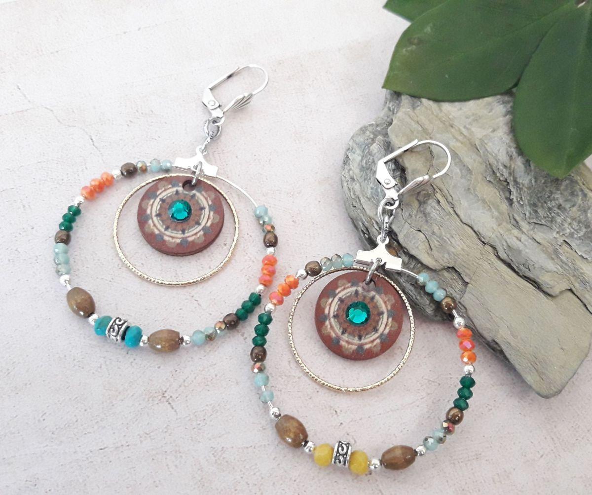 Créoles perles colorées et bois avec strass turquoise