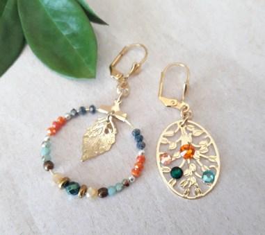Boucles d'oreilles dissociées multicolores perles et strass