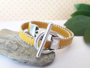 Bracelet cuir bille jaune fermoir barre