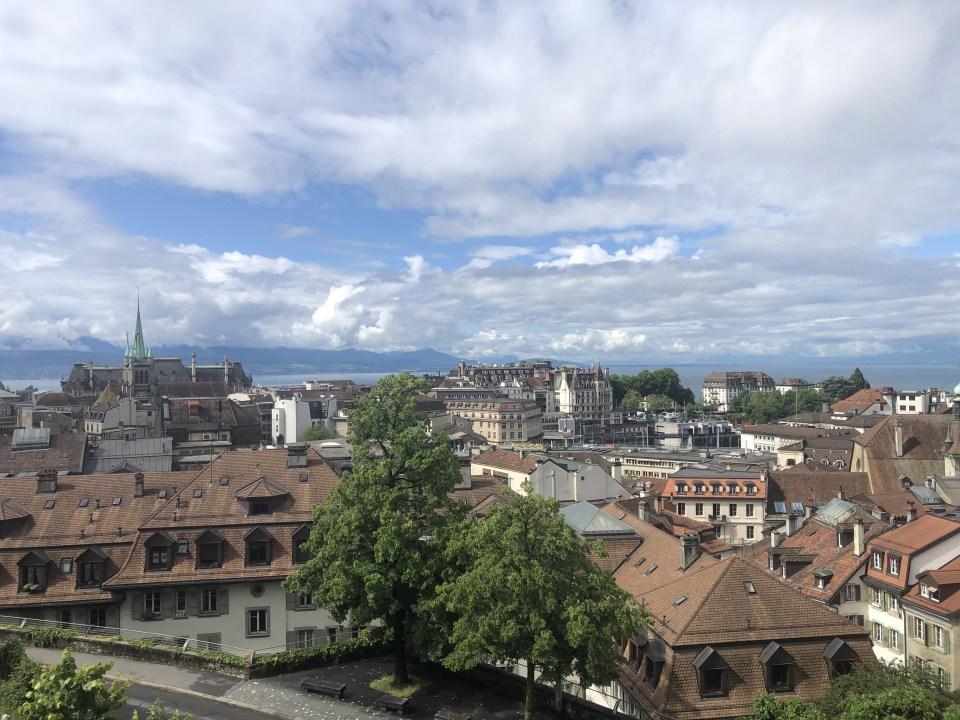 Visiter Lausanne, en Suisse, sur un week-end est une parfaite idée. En bord de Lac Léman, elle offre de nombreuses possibilités.