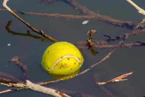 Une balle dans l'eau
