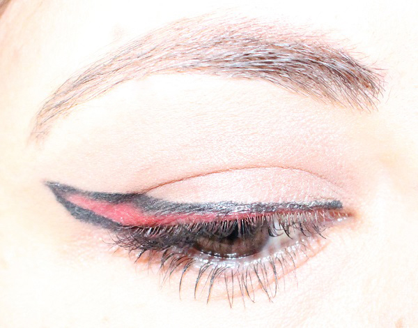 maquillage liner rouge
