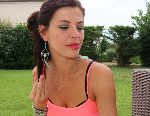 maquillage turquoise corail
