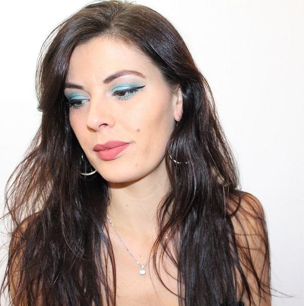 maquillage paillettes bleues et turquoise