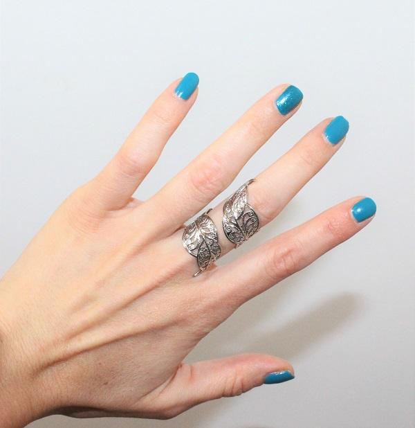 vernis à ongles bleu turquoise