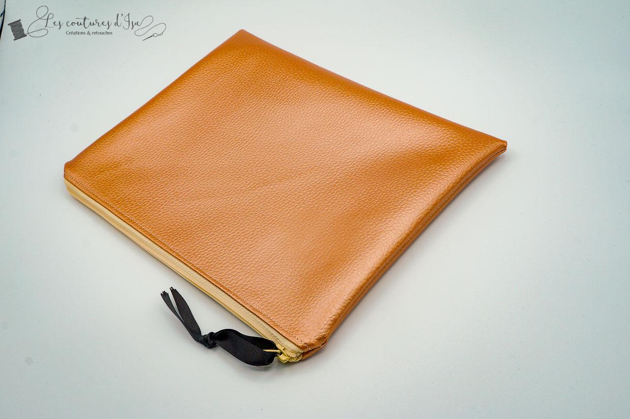 moyenne pochette marron doré 1