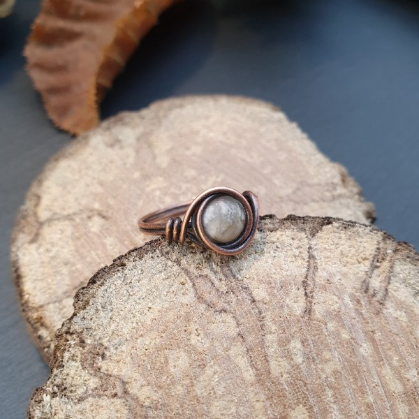Bague wire wrapping howlite