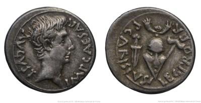 2446AU – Denier Auguste – P. Carisius