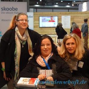 """""""Hallo Nicci"""" rief eine Frauenstimme und schon kam es zum Spontantreffen mit Elke Bader vom Griot Hörbuchverlag :-)"""