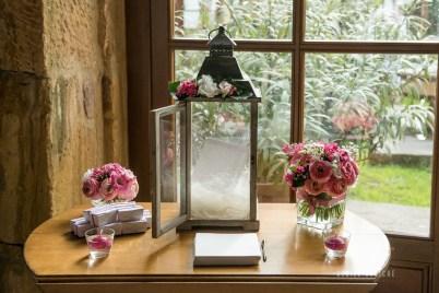 mariage-decoration-fushia-vignes-fleurs-miroir-les-embellies-d-amelie-domaine-de-la-ruisseliere-cecile-creiche0
