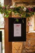 mariage-decoration-fushia-vignes-fleurs-miroir-les-embellies-d-amelie-domaine-de-la-ruisseliere-cecile-creiche03