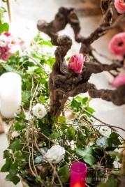 mariage-decoration-fushia-vignes-fleurs-miroir-les-embellies-d-amelie-domaine-de-la-ruisseliere-cecile-creiche04