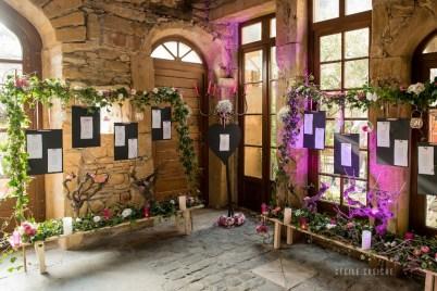 mariage-decoration-fushia-vignes-fleurs-miroir-les-embellies-d-amelie-domaine-de-la-ruisseliere-cecile-creiche12